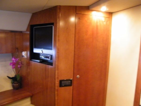 2010 Cruisers Yachts 520 Sport Coupe Photo 66 of 81
