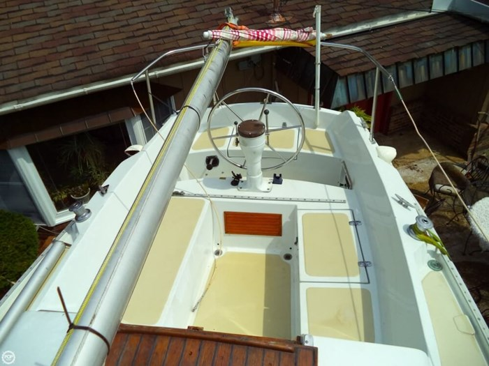 1979 Ericson Yachts 27 Photo 10 of 21