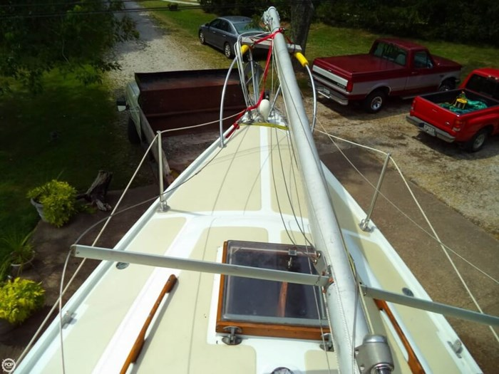 1979 Ericson Yachts 27 Photo 11 of 21