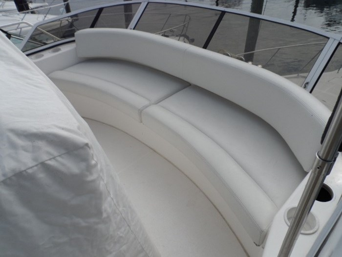 2002 Silverton 352 Motor Yacht Photo 13 of 37