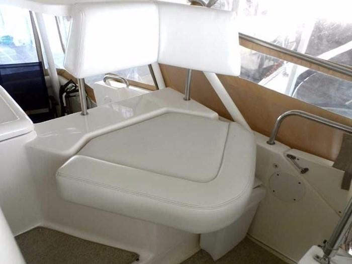 2002 Silverton 352 Motor Yacht Photo 14 of 37
