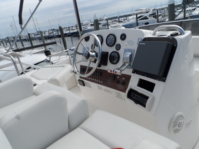 2002 Silverton 352 Motor Yacht Photo 11 of 37