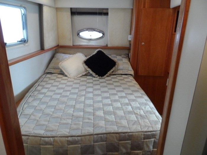 2002 Silverton 352 Motor Yacht Photo 18 of 37