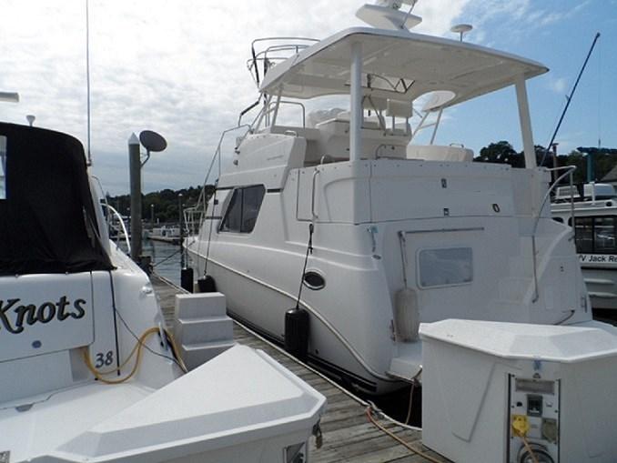 2002 Silverton 352 Motor Yacht Photo 3 of 37