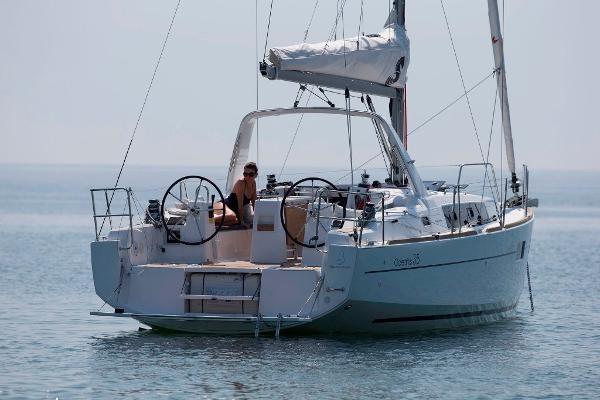 2021 Beneteau Oceanis 35.1 Photo 24 of 29