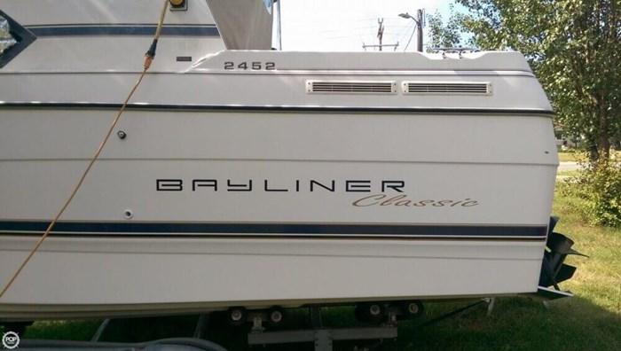 1995 Bayliner 2452 Classic Photo 4 of 20