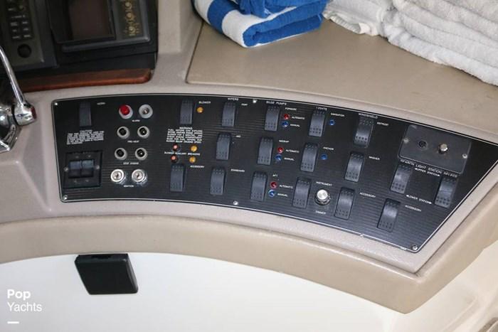 1995 Bayliner 4788 Photo 2 of 20
