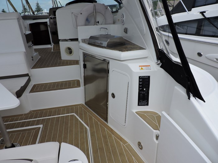 2009 Cruisers Yachts 460 Express Photo 9 of 34