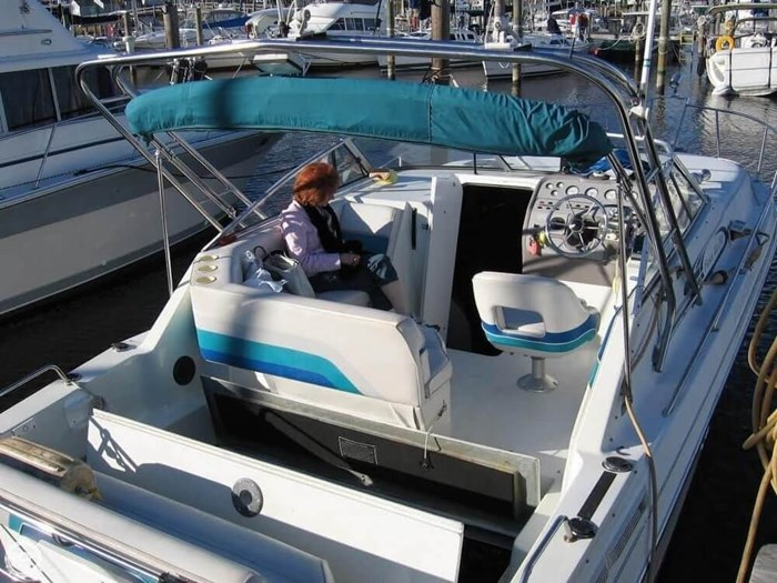 1994 Rinker 280 Fiesta Vee Photo 9 of 20