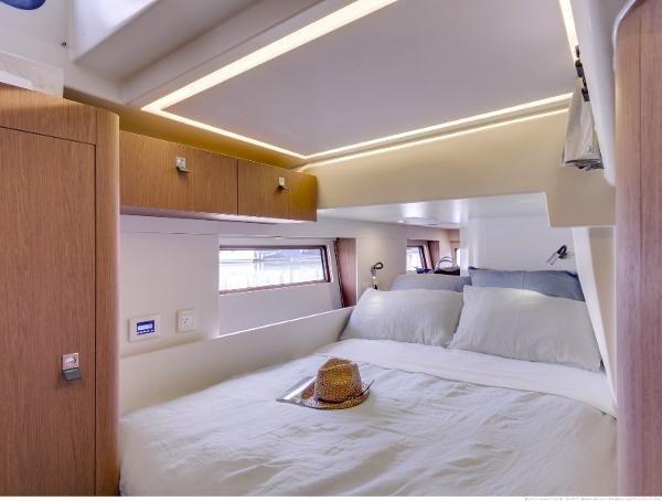 2019 Beneteau Oceanis Yacht Photo 2 of 37