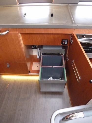 2019 Beneteau Oceanis Yacht Photo 16 of 37