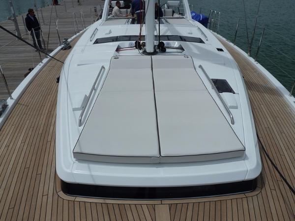 2019 Beneteau Oceanis Yacht Photo 24 of 37
