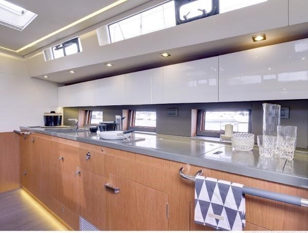 2019 Beneteau Oceanis Yacht Photo 25 of 37