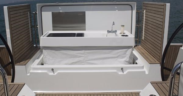 2019 Beneteau Oceanis Yacht Photo 31 of 37