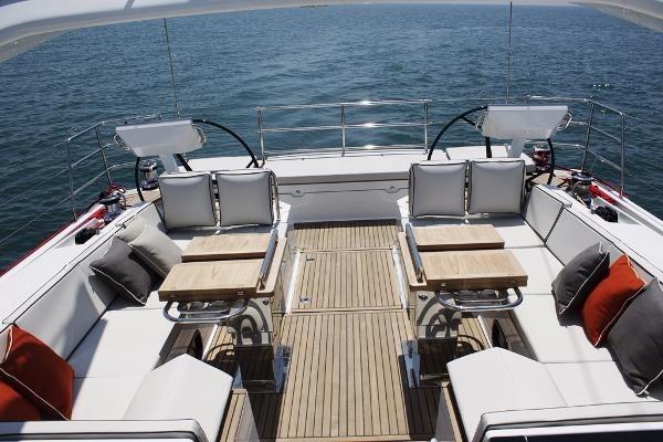 2019 Beneteau Oceanis Yacht Photo 33 of 37