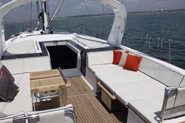 2019 Beneteau Oceanis Yacht Photo 34 of 37