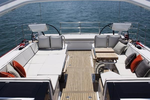 2019 Beneteau Oceanis Yacht Photo 35 of 37