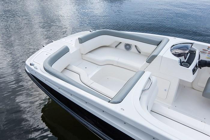 2017 Bayliner 195 Deck Boat Photo 3 sur 4