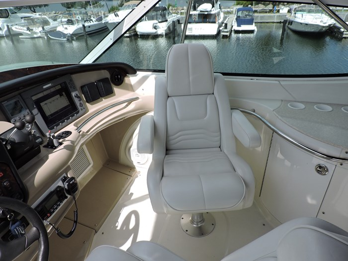 2005 Carver 46 Motor Yacht Photo 28 of 74