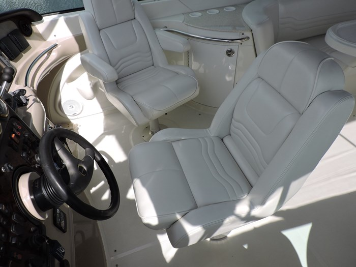 2005 Carver 46 Motor Yacht Photo 29 of 74