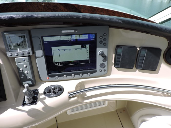2005 Carver 46 Motor Yacht Photo 31 of 74