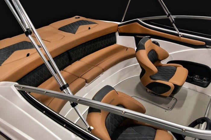 2019 Rinker 22 MTX CC Photo 2 of 9