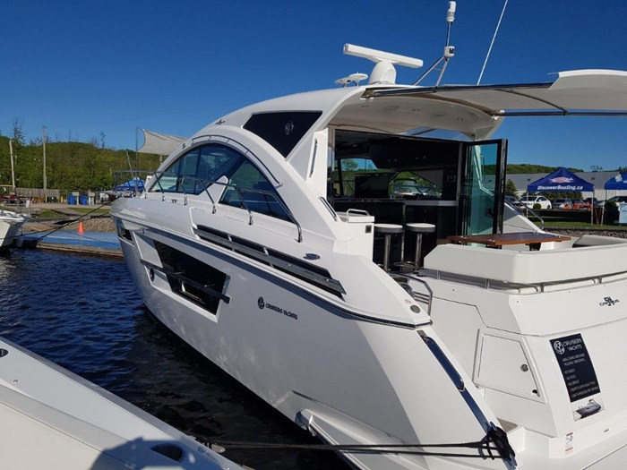 2020 Cruisers Yachts 54 Cantius Photo 3 of 35