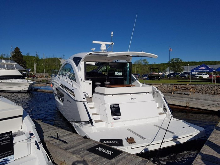 2020 Cruisers Yachts 54 Cantius Photo 4 of 35