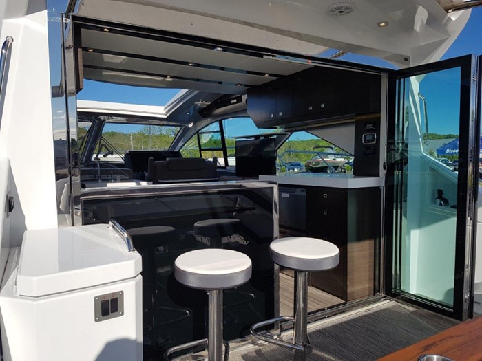 2020 Cruisers Yachts 54 Cantius Photo 8 of 35
