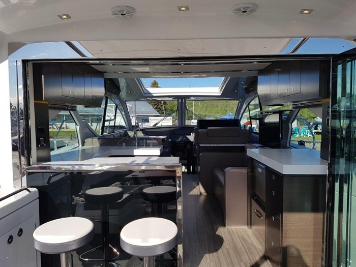2020 Cruisers Yachts 54 Cantius Photo 11 of 35