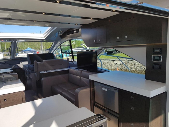 2020 Cruisers Yachts 54 Cantius Photo 13 of 35