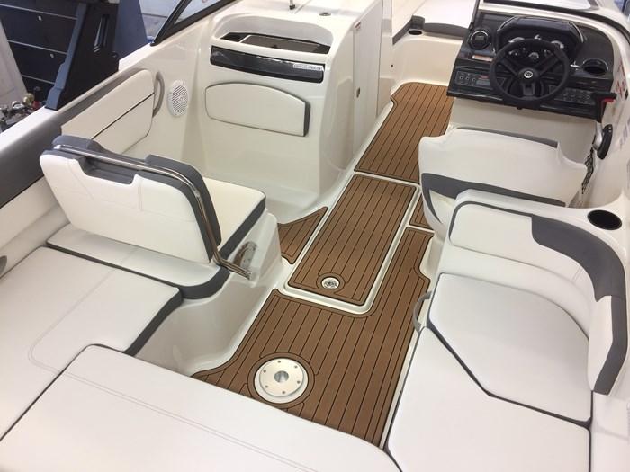 2017 Bayliner VR6 Photo 9 of 29