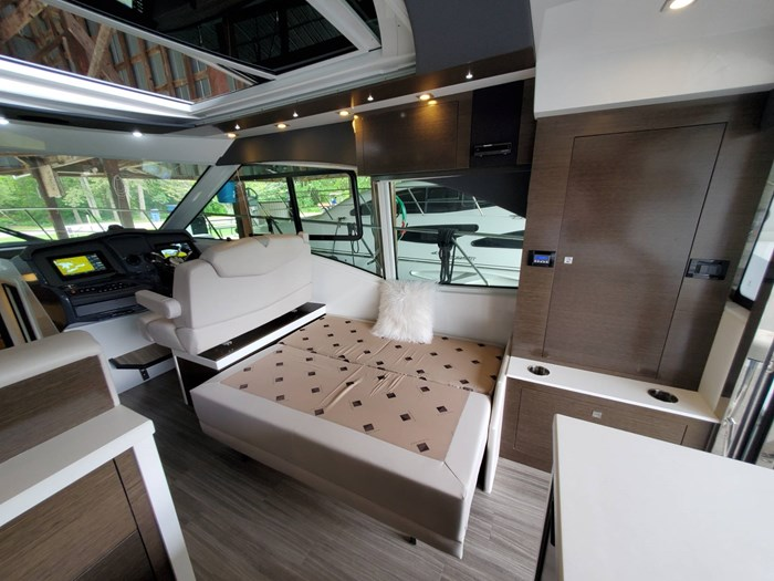 2018 Cruisers Yachts 45 Cantius Photo 35 sur 73