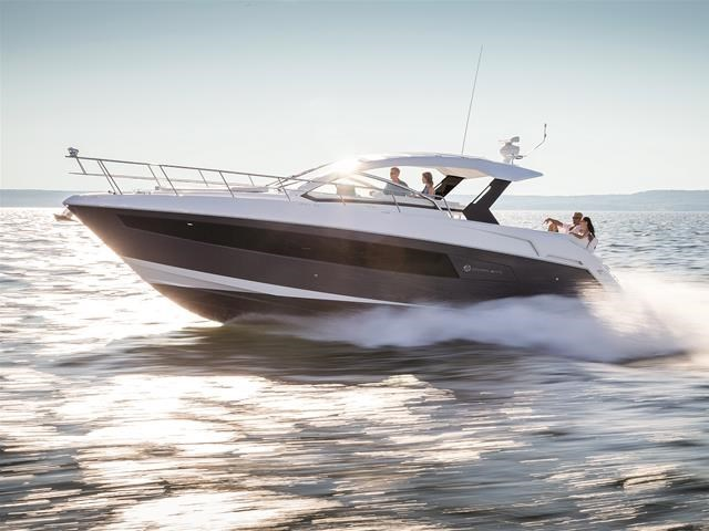 2017 Cruisers Yachts 39 Express Coupe Photo 1 sur 39