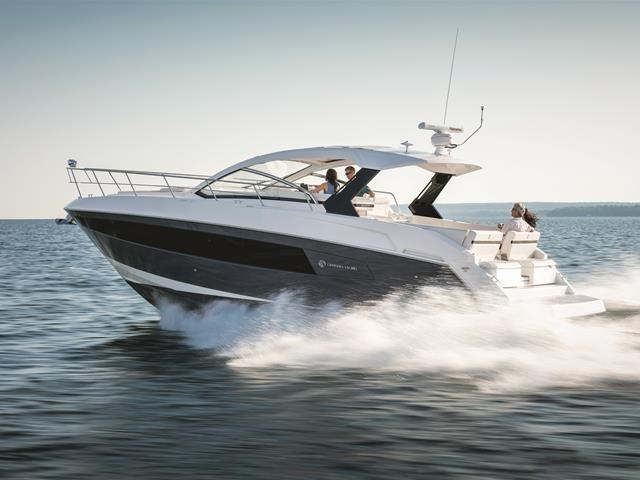 2017 Cruisers Yachts 39 Express Coupe Photo 2 sur 39