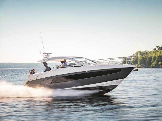 2017 Cruisers Yachts 39 Express Coupe Photo 3 sur 39