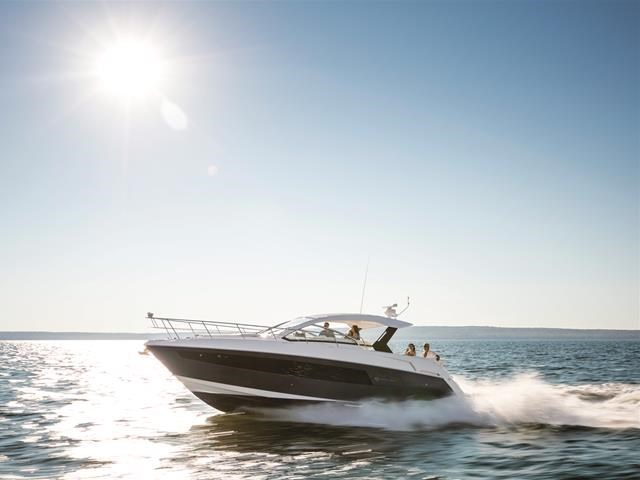 2017 Cruisers Yachts 39 Express Coupe Photo 5 sur 39