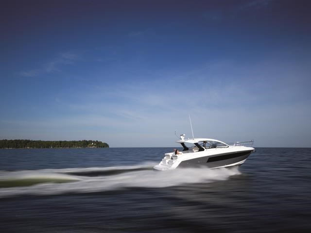 2017 Cruisers Yachts 39 Express Coupe Photo 6 sur 39