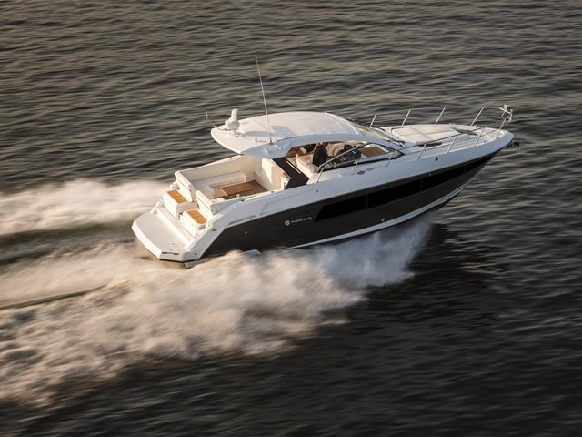 2017 Cruisers Yachts 39 Express Coupe Photo 8 sur 39