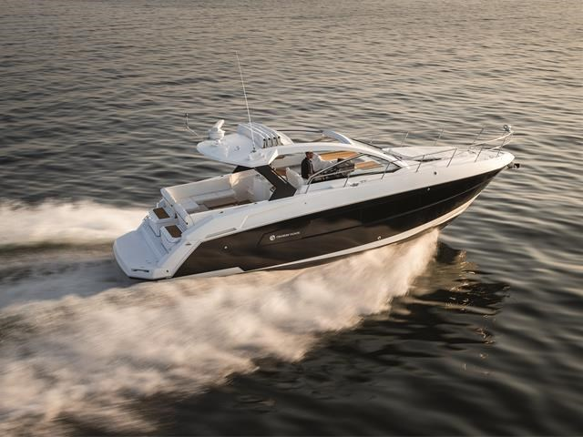 2017 Cruisers Yachts 39 Express Coupe Photo 9 sur 39