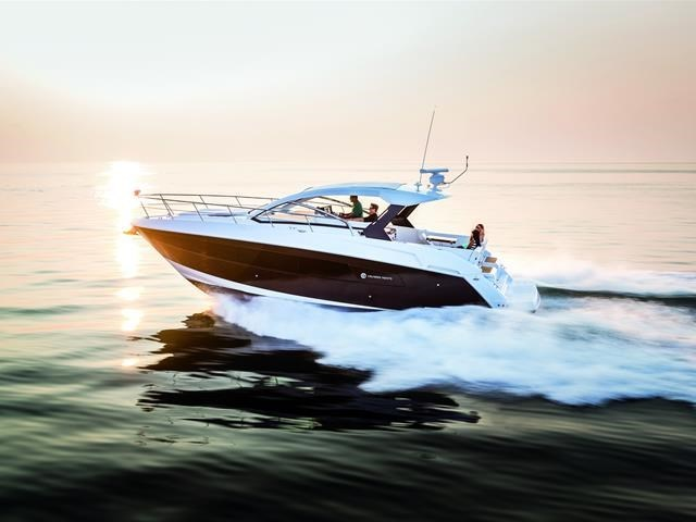 2017 Cruisers Yachts 39 Express Coupe Photo 10 sur 39