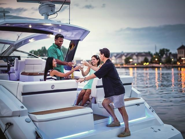 2017 Cruisers Yachts 39 Express Coupe Photo 15 sur 39