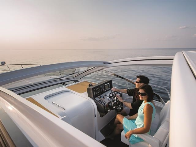 2017 Cruisers Yachts 39 Express Coupe Photo 18 sur 39