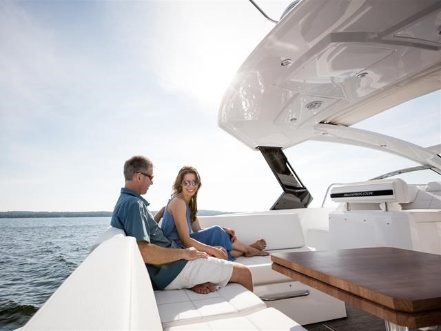 2017 Cruisers Yachts 39 Express Coupe Photo 21 sur 39