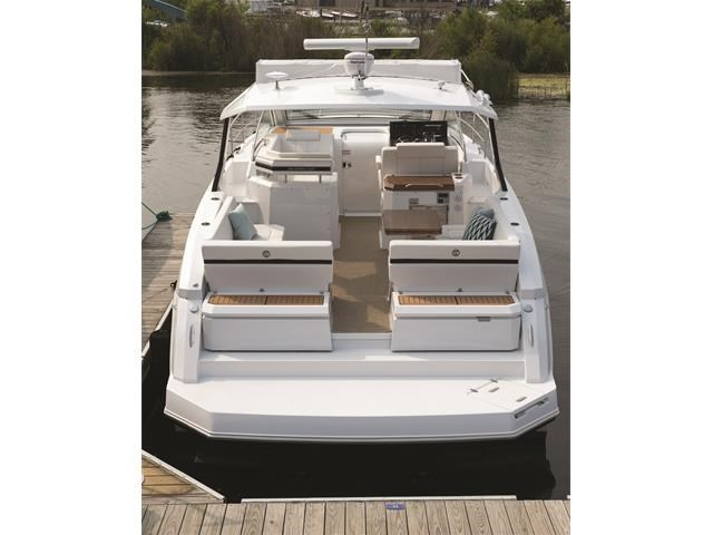 2017 Cruisers Yachts 39 Express Coupe Photo 28 sur 39
