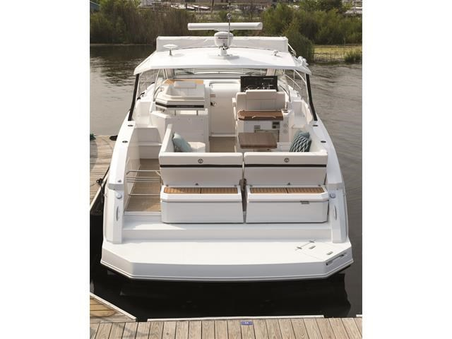 2017 Cruisers Yachts 39 Express Coupe Photo 29 sur 39