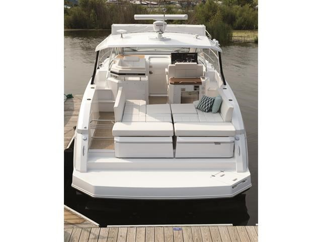 2017 Cruisers Yachts 39 Express Coupe Photo 30 sur 39