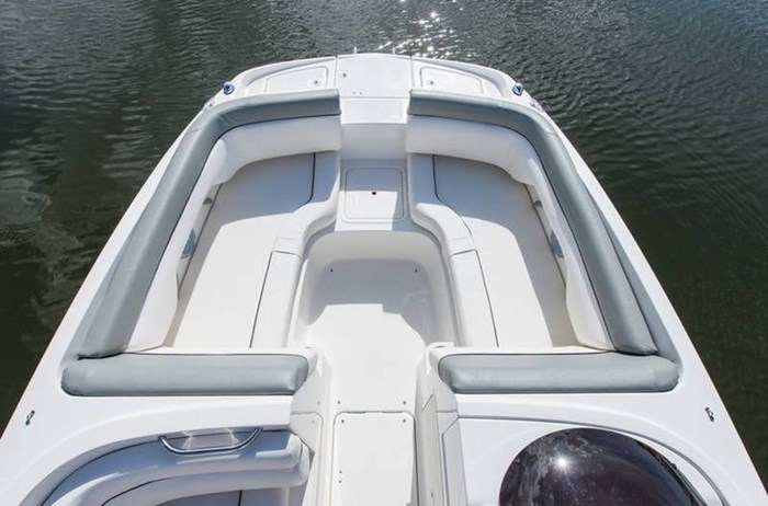 2017 Bayliner 190 Deck Boat Photo 3 of 8