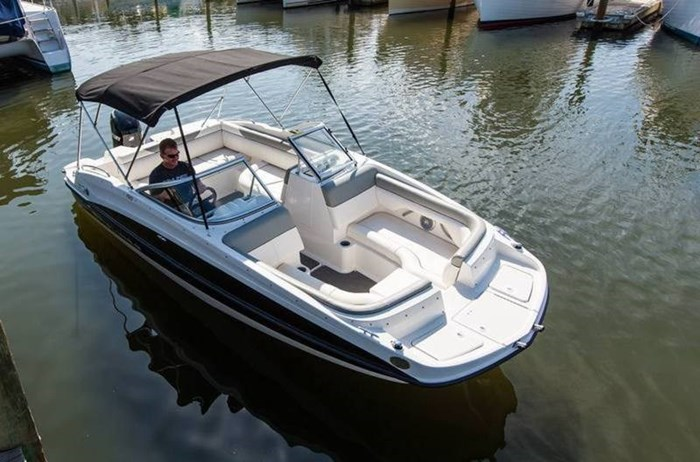 2017 Bayliner 190 Deck Boat Photo 5 of 8