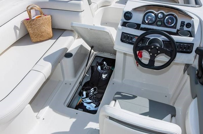 2017 Bayliner 190 Deck Boat Photo 7 of 8